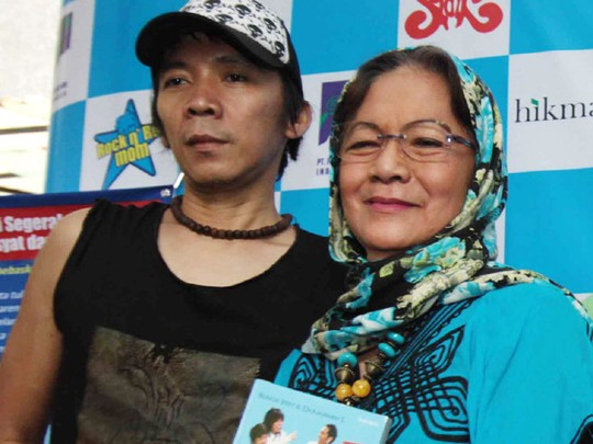 Bunda Iffet Rilis Buku Rock n Roll Mom